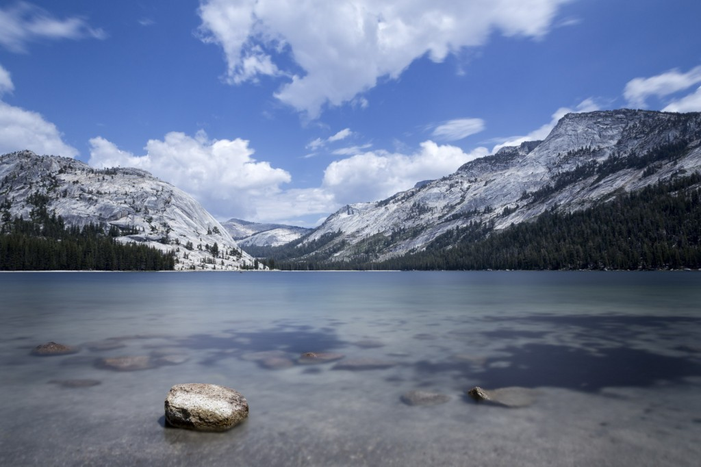 27 second long exposure photo of Tenaya Lake in Yosemite National Park